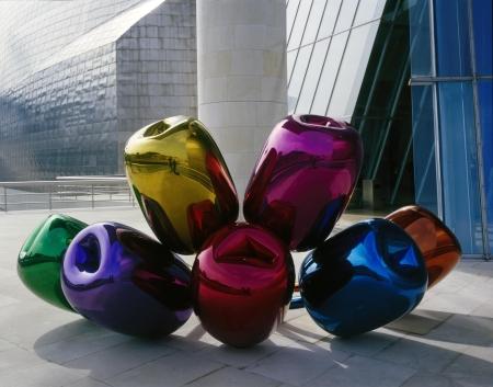 Tulipanes (Tulips), 1995–2004 Acero inoxidable pulido con acabado espejo y con laca de color translúcida 203,2 x 457,2 x 520,7 cm Una de cinco versiones únicas Museo Guggenheim Bilbao © Jeff Koons