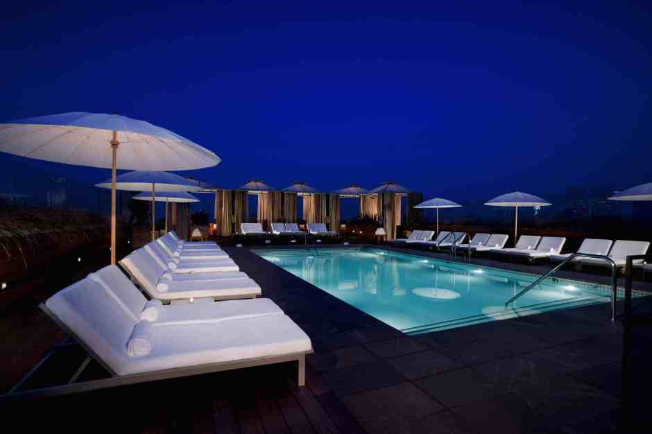 Alberca Sixty Hotel