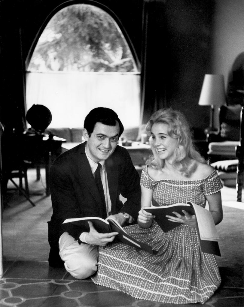 Lolita , dirigida por Stanley Kubrick (1960 – 62, Reino Unido/Estados Unidos). Stanley  Kubrick y Sue Lyon durante la filmación de la película. © SK Film Archives LLC. Fotografía:  Christiane Kubrick.