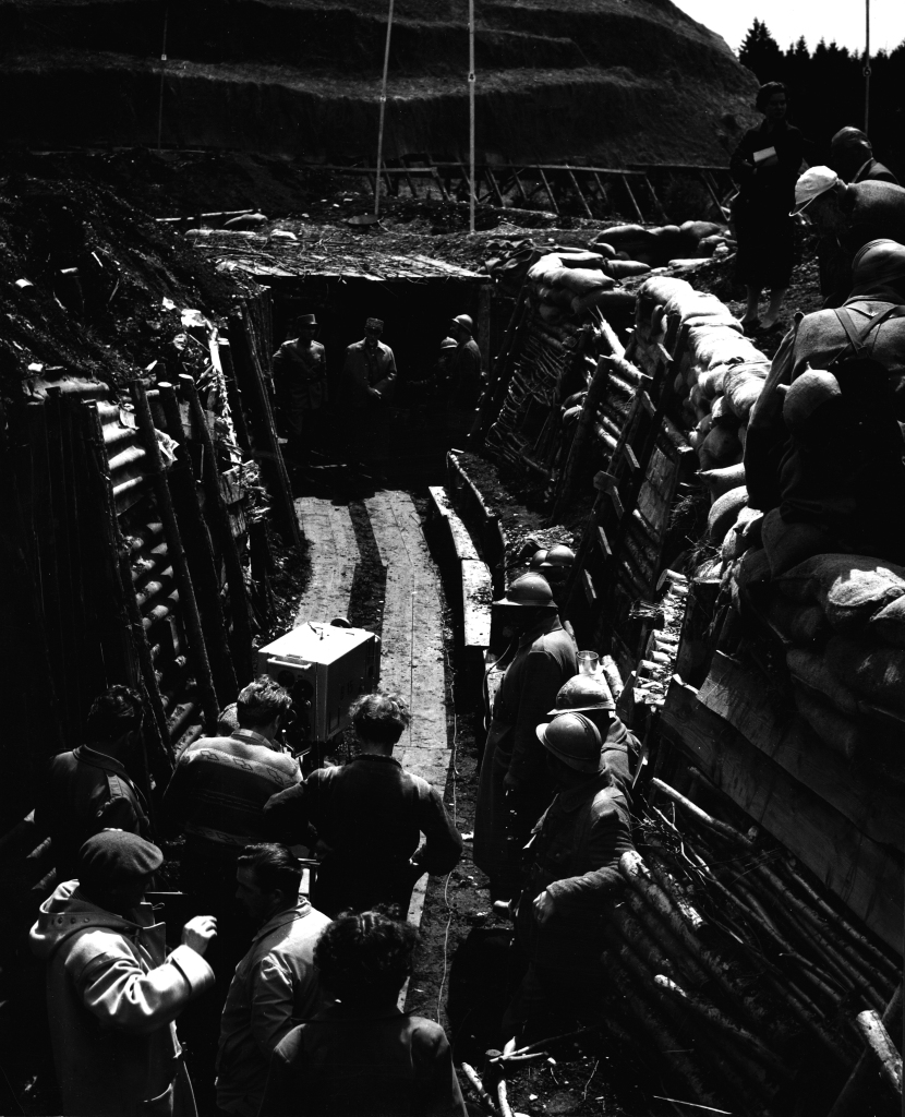 Patrulla  infernal , dirigida por Stanley Kubrick (1957, Estados Unidos).  S et de la película. ©  Metro - Goldwyn - Mayer Inc.