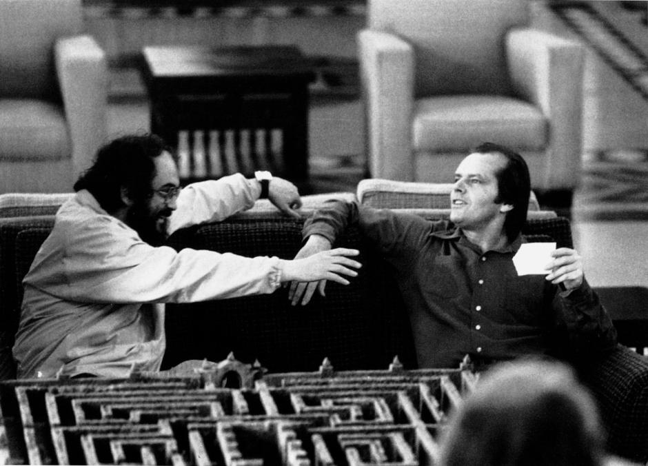 El resplandor , dirigido por Stanley Kubrick (1980 , Reino Unido/Estados Unidos ). Stanley  Kubrick y Jack Nicholson en el set de la película.  ©  Warner Bros. Entertainment Inc.